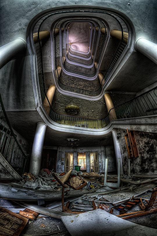 037-abandoned-buildings-matthias-haker